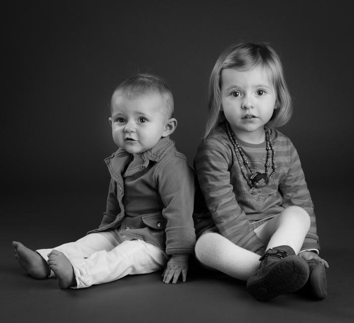 photographe rennes portrait enfant studio noir et blanc