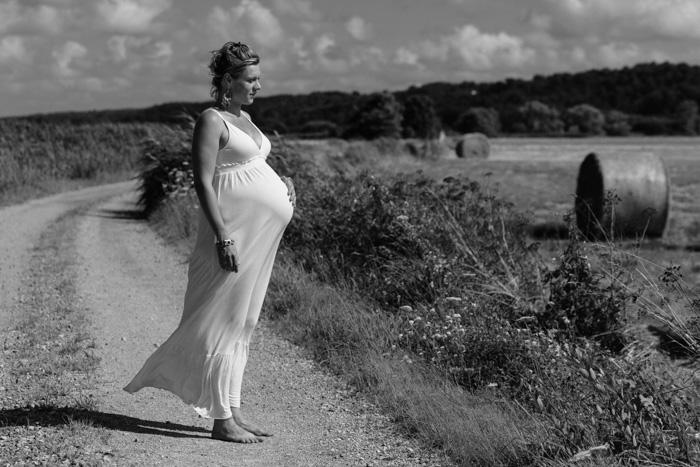 portrait grossesse dans les blés