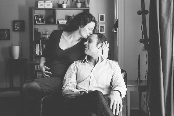rennes photo couple femme enceinte grossesse futurs parents lumiere naturelle noir et blanc