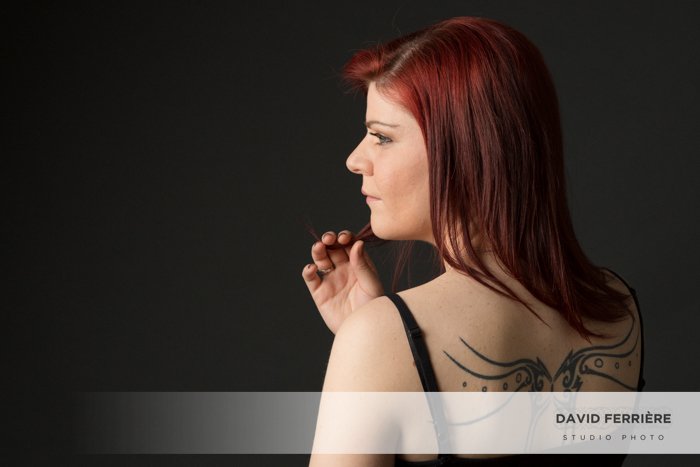 portrait de femme en studio idee cadeau photo couleurs tatouage tatoo