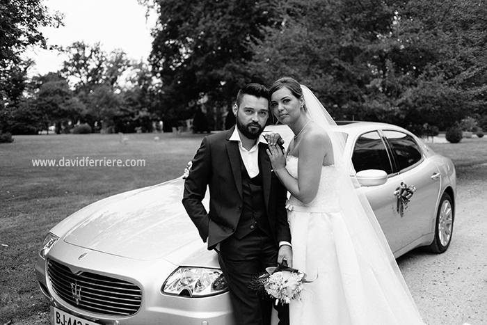 portrait photo couple mariage Chateau Apigne Rennes Bretagne mariage chic voiture maserati