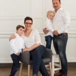 Une séance «photo de famille» dans la lumière naturelle du studio