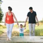 Monsieur J. et ses parents, une séance Portrait de Famille dans les champs
