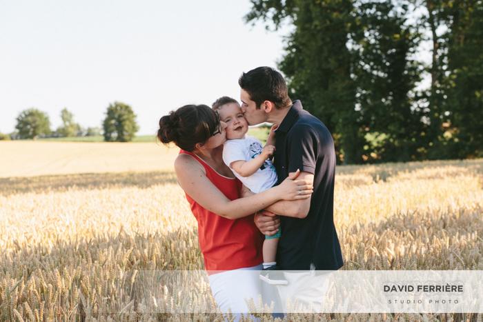 seance photo de famille dans les champs de blé rennes bretagne ille et vilaine portrait enfant