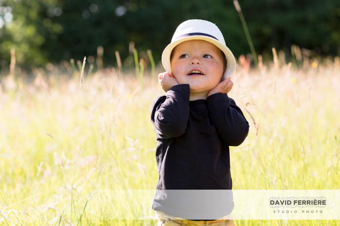 20170817-david-ferriere-studio-rennes-seance-portrait-photo-de-famille-photographe-exterieur-campagne-chapeaux-4