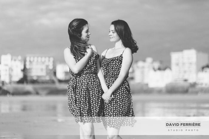 photo de soeurs jumelles