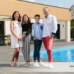 Mademoiselle L., Monsieur T. et leurs parents (un portrait à domicile)