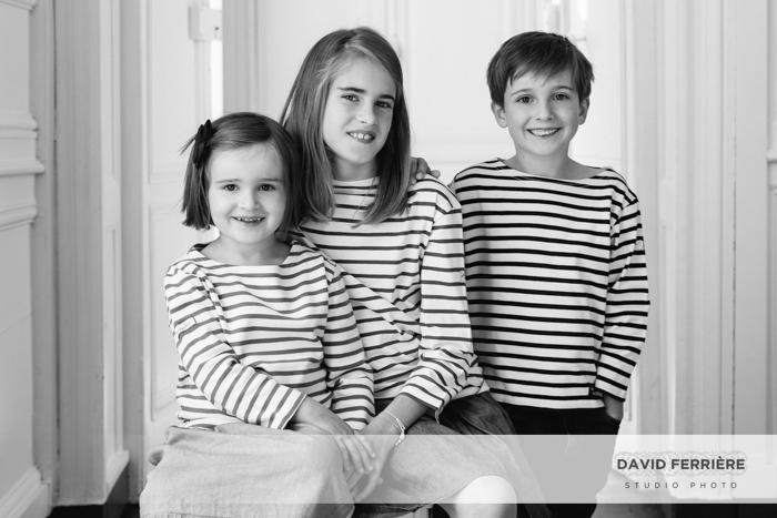 rennes portrait famille nombreuse enfants jumeaux studio photo shooting noir et blanc