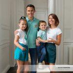 Mademoiselle C., Monsieur L. et leurs parents (un portrait de famille au studio)