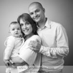 Portrait de famille en lumière studio à Rennes